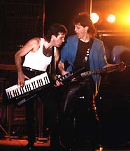 Robert Berry, ici sur scène avec Keith Emerson
