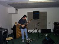 Grégory Erb fait des claquettes et joue de la guitare en même temps ... très fort